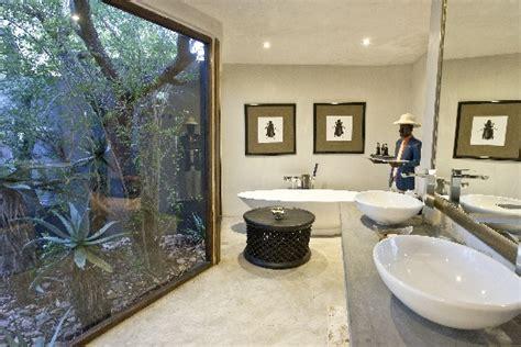 luxury bathrooms  bath tubs  south african getaways