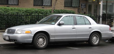 books on how cars work 2002 ford crown victoria auto manual file 98 07 ford crown victoria jpg wikimedia commons