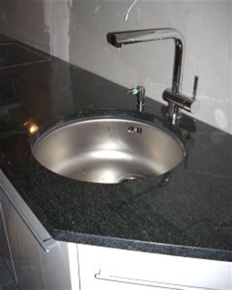 küchenplatte stein pin k 252 chenarbeitsplatten aus stein granitplatten montagen