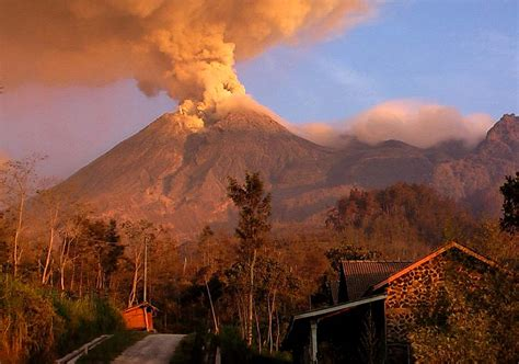 film animasi gunung meletus volcano hazards documentation logistic research merapi