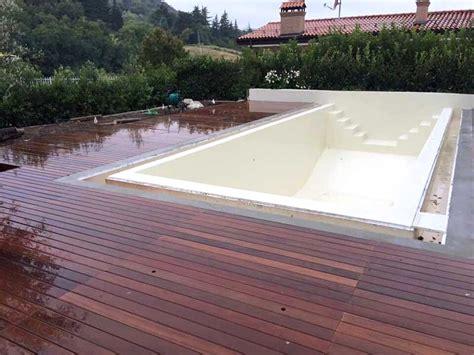 pavimento legno giardino pavimenti in legno per giardino con it piastrelle
