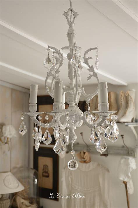 lustre romantique lustre cinq branches le blanc pour un effet shabby chic