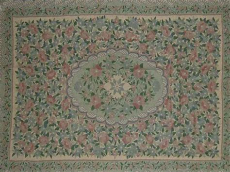 Crewel Rug by Fabric Type Wool Chain Stitched Crewel Rug Fabric Detail