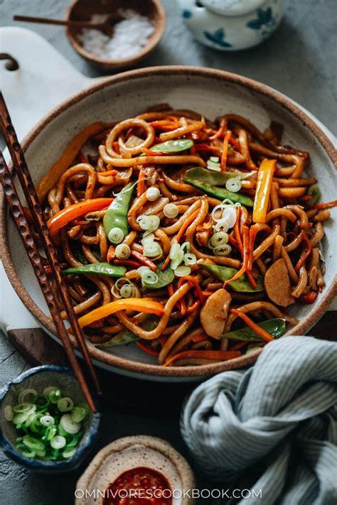 vegetable udon stir fry veggie yaki udon omnivores