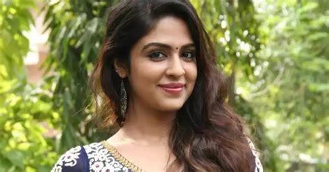 hindi film heroine ke naam aur photo train mein majedar safar hindi story hindi kahaniya