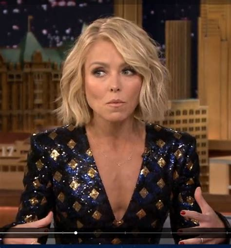 how does kelly ripa curl her hair long dress hairstyles kelly ripa haircut pinterest