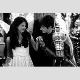 Selena Gomez And Taylor Lautner Kissing | 588 x 392 jpeg 38kB
