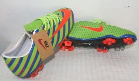 Adidas Italy Ungu sentralsepatu sepatu bola import