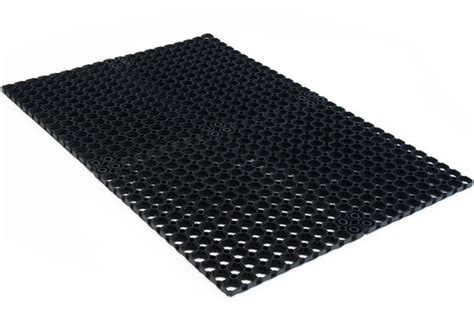 Stable Matting by Drainage Stable Mats