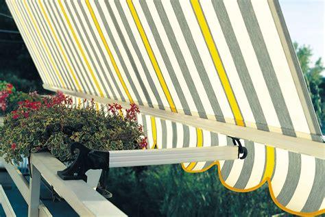 costo tende da sole per balconi tenda da sole a caduta 5000 s per balcone con braccetti a