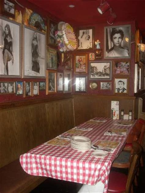 buca di beppo bathroom photos checkered tablecloths are only the beginning of the