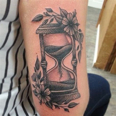 neo traditional tattoo definition best 25 hourglass ideas on time heals