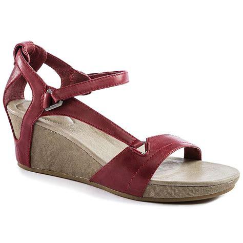 teva wedge sandals teva s wedge sandal at moosejaw