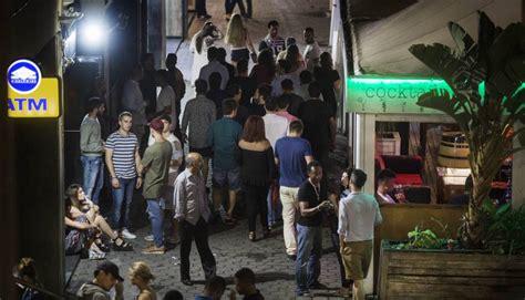 vinetas la nueva moda del turismo de borrachera balconing mamading del glamur ol 237 mpico al turismo de borrachera catalu 241 a