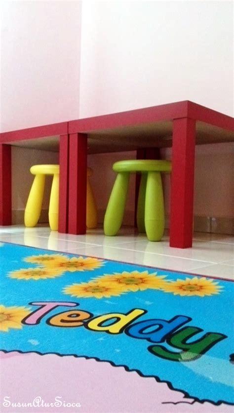 Ikea Behandla Cat Glasir Hijau sudut membaca di bilik anak kecil susun atur sioca