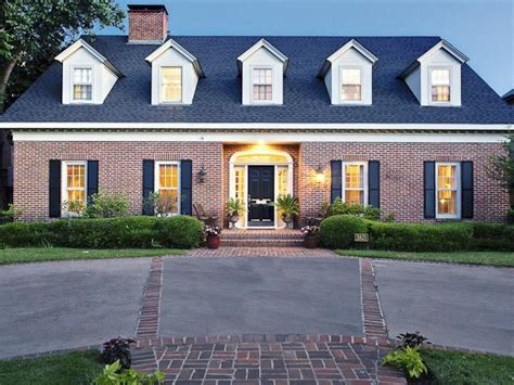 23 best images about red brick homes on pinterest got your heart set on university park classic red brick