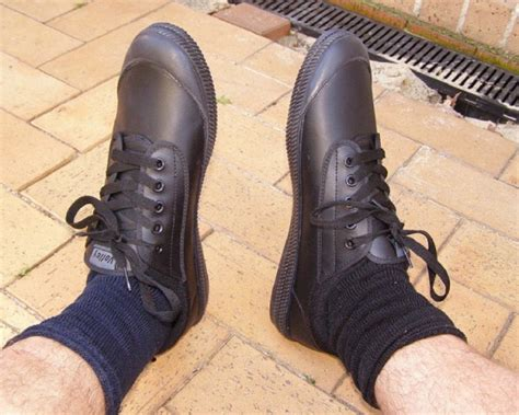how to fix squeaky shoes shoes