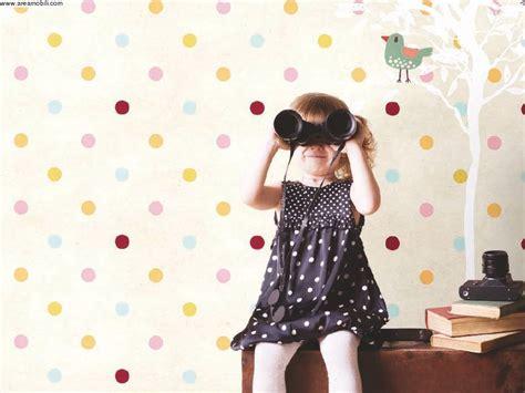 tappezzeria bambini carta da parati a pois colorati