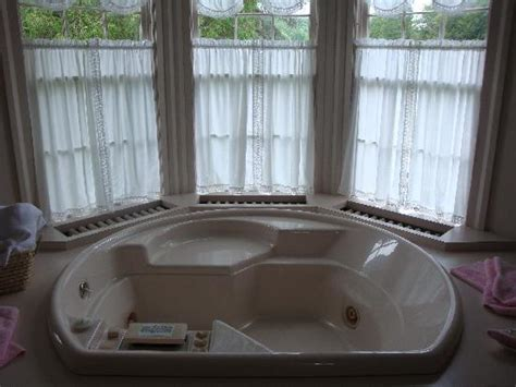 hotels with oversized bathtubs large jacuzzi tub in room 3 picture of hillside inn