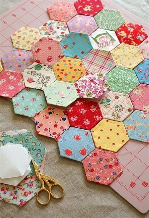 hexagon pattern clothes 41 best i love hexagon quilts images on pinterest
