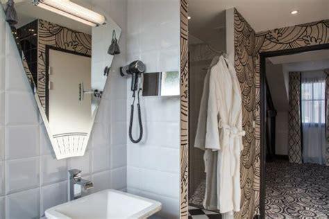 hotel avec grande baignoire salle de bains avec grande et baignoire spa photo