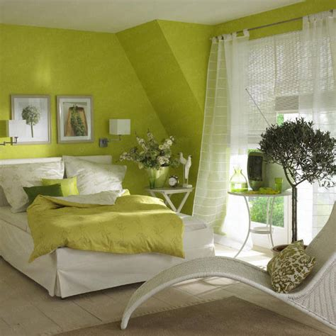 How To Decorate A Bedroom Wall by How To Decorate A Bedroom With Green Walls