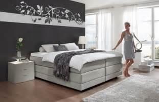 schlafzimmer tapete modern schlafzimmer w 228 nde farbig gestalten