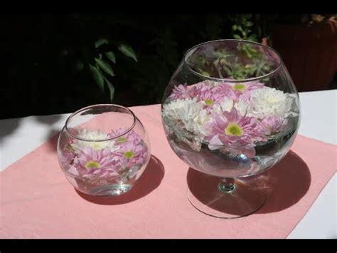 dei fiori centrotavola come realizzare un centrotavola con dei fiori galleggianti