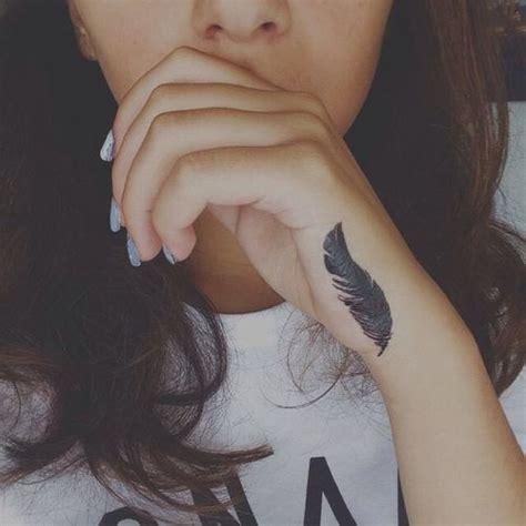 feather tattoo side of hand les 347 meilleures images du tableau mode sur