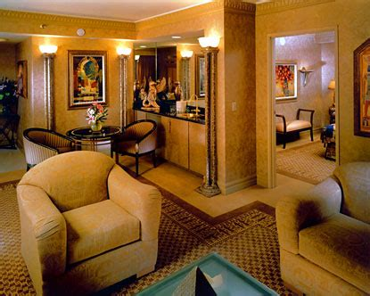 which las vegas hotels have 2 bedroom suites 2 bedroom suites las vegas 2 room suites las vegas