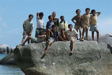 gambar adegan film laskar pelangi jalan jalan ke pulau belitung bagian 2 pantai belitung
