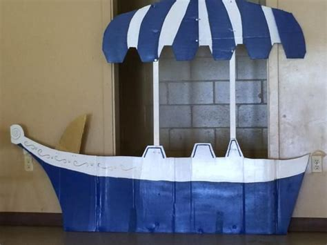 willy wonka boat 38 best homecoming images on pinterest chocolate factory