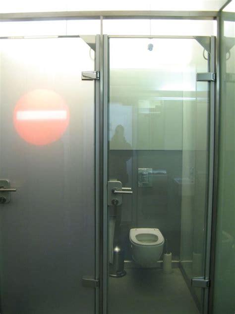 porte strane bagno con porta di vetro trasparente le news pi 249 strane