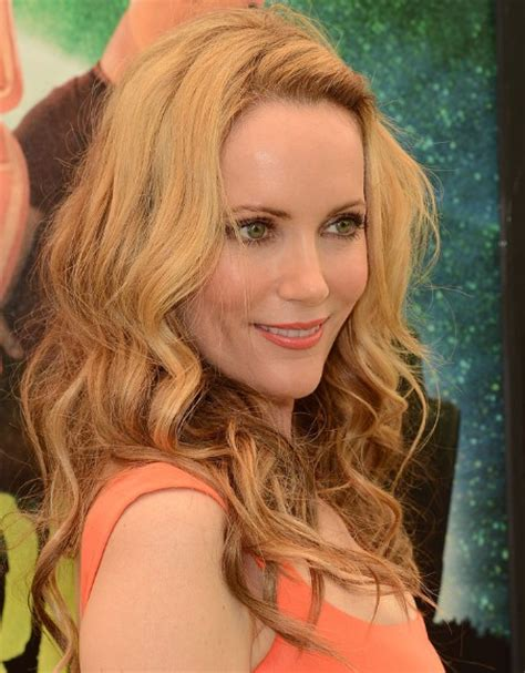 leslie mann short hair celebrity women with short hair best medium length