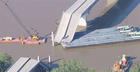towboat hits vicksburg bridge barge hits bridge pictures to pin on pinterest pinsdaddy