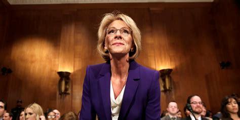 betsy devos business betsy devos praised a charter school that s now shutting