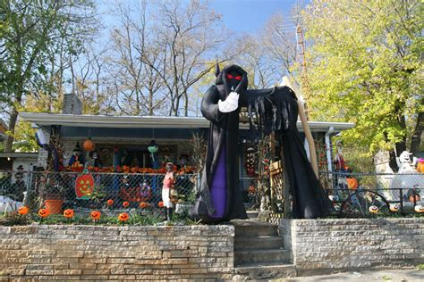 halloween front yard displays setups 3 chill out with stressbuster1