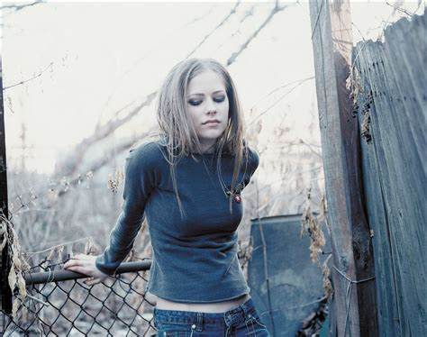 New Promo For Avril Lavigne avril lavigne photoshoot 002 complicated promo 2002