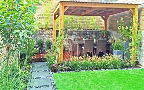 Nyc Backyard Ideas by Townhouse Backyard Bluestone Path Artificial