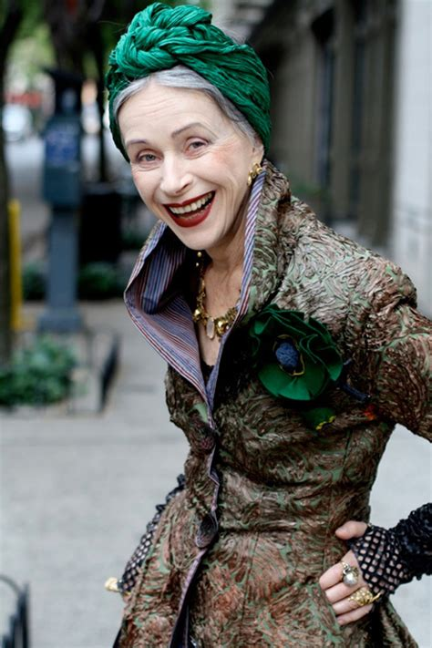 the stylish as well as nyマダムのおしゃれスナップ展が渋谷で アリ セス コーエンが撮影した60 100歳の女性たち ファッションプレス
