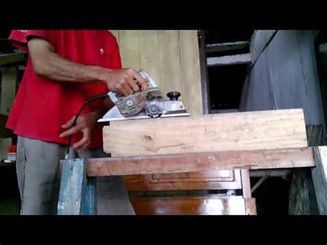 Mesin Gergaji Senso proses menebang pohon dengan gergaji mesin cutting do