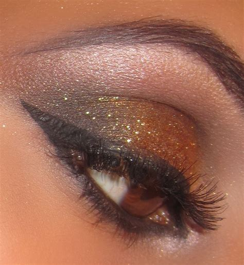 Eyeshadow Bronze and the day smokey to bronze glitter for