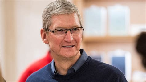 apple ceo apple ceo tim cook stops by hour of code workshop event