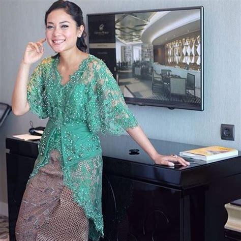 Baju Wanita Setelan Kebaya Batik Modern Yasinta Batwing 17 Best Images About Kebaya On Models Lace