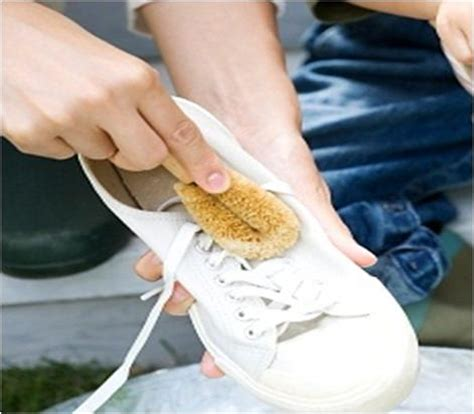 how to clean sport shoes how to wash sports shoes