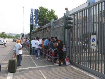 questura verona ufficio passaporti le code soprattutto di immigrati ieri hanno provocato