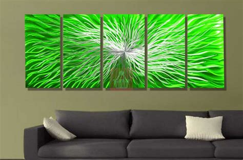 lounge room decor with green wall sculpture paint