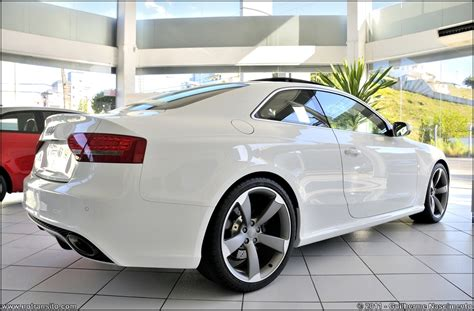 Audi RS5 in Brazil   white w/ black interior