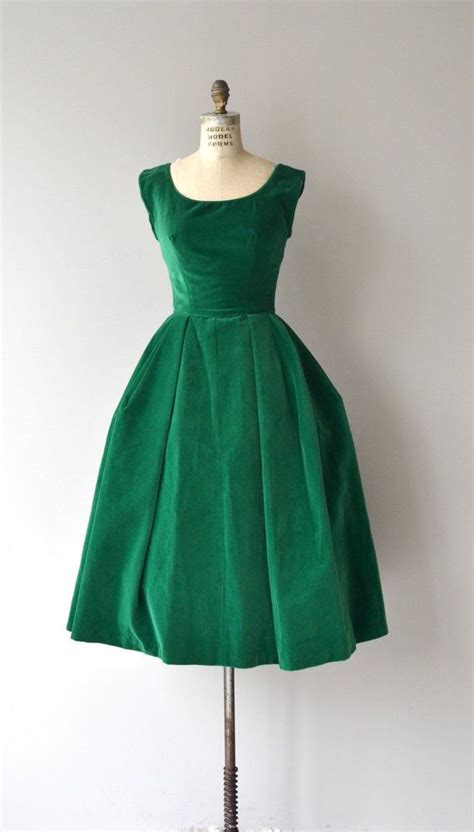 8 Advantages Of Vintage Style by Vintage 1950s Emerald Green Velvet Dress With Cap