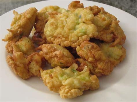 frittelle fiori di zucchine frittelle salate con fiori di zucchine il leccapentole e